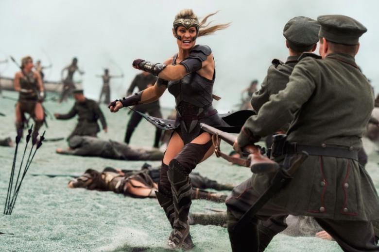 Cuộc cách mạng trang phục nữ trong các bom tấn Hollywood