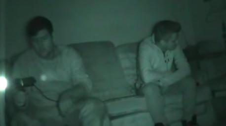 Nhóm bắt ma ghi lại được hình ảnh 'Thầy tu Đen' trên camera khiến người quay sợ chết khiếp