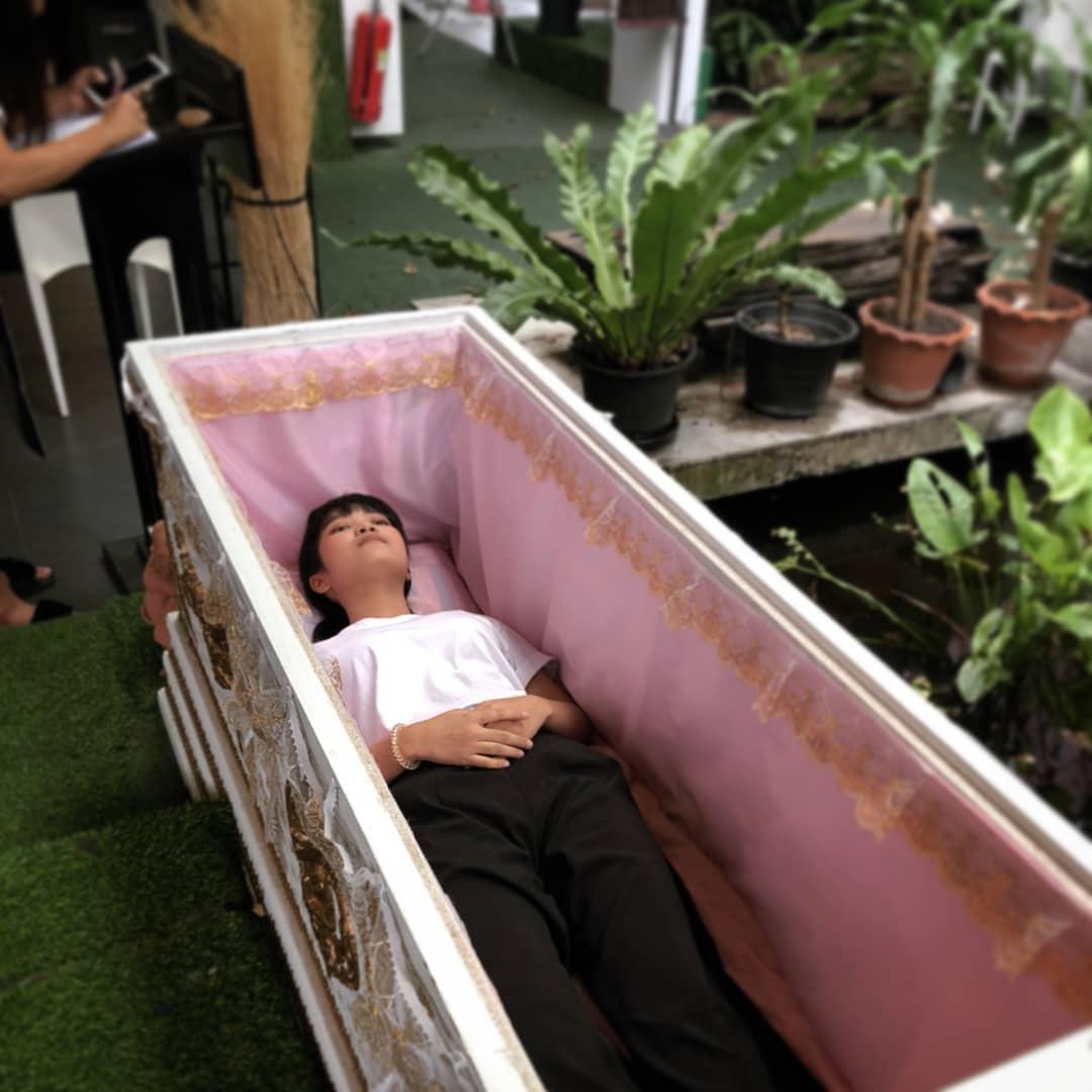 Quán cà phê Thái Lan mở dịch vụ 'trải nghiệm cái chết' cho những ai đang 'chán đời'