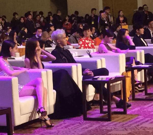 Sau 4 năm rời SM Jessica mới có thể mỉm cười khi gặp 'người quen cũ', đố bạn là ai?