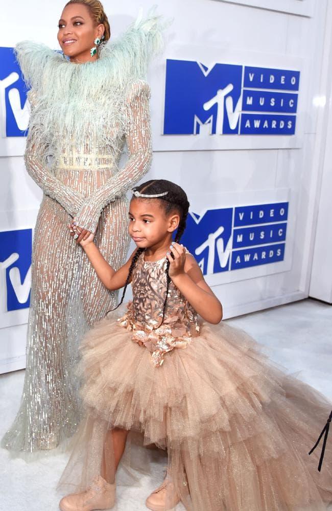 Mới 6 tuổi, con gái Beyonce đã được cả thế giới khen ngợi gu thời trang là nhờ nhân vật này