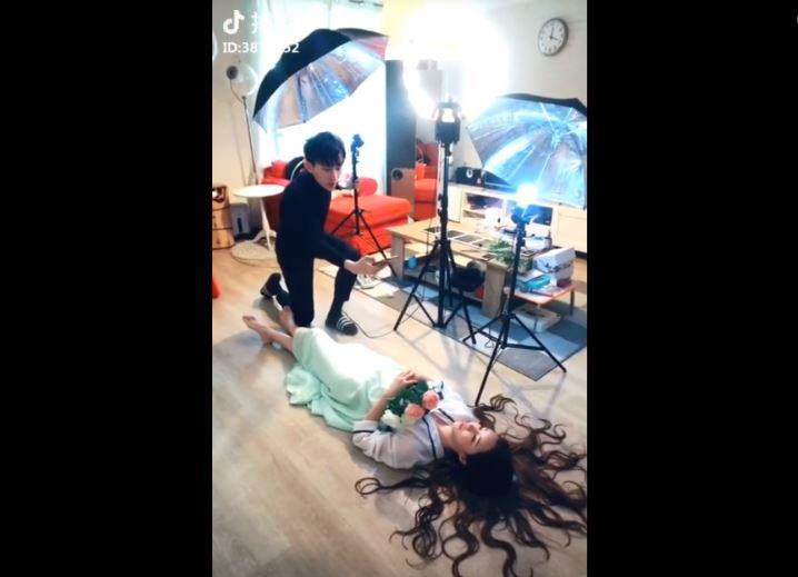 'Cười sặc cơm' với hậu trường quay Tik Tok ở Trung Quốc