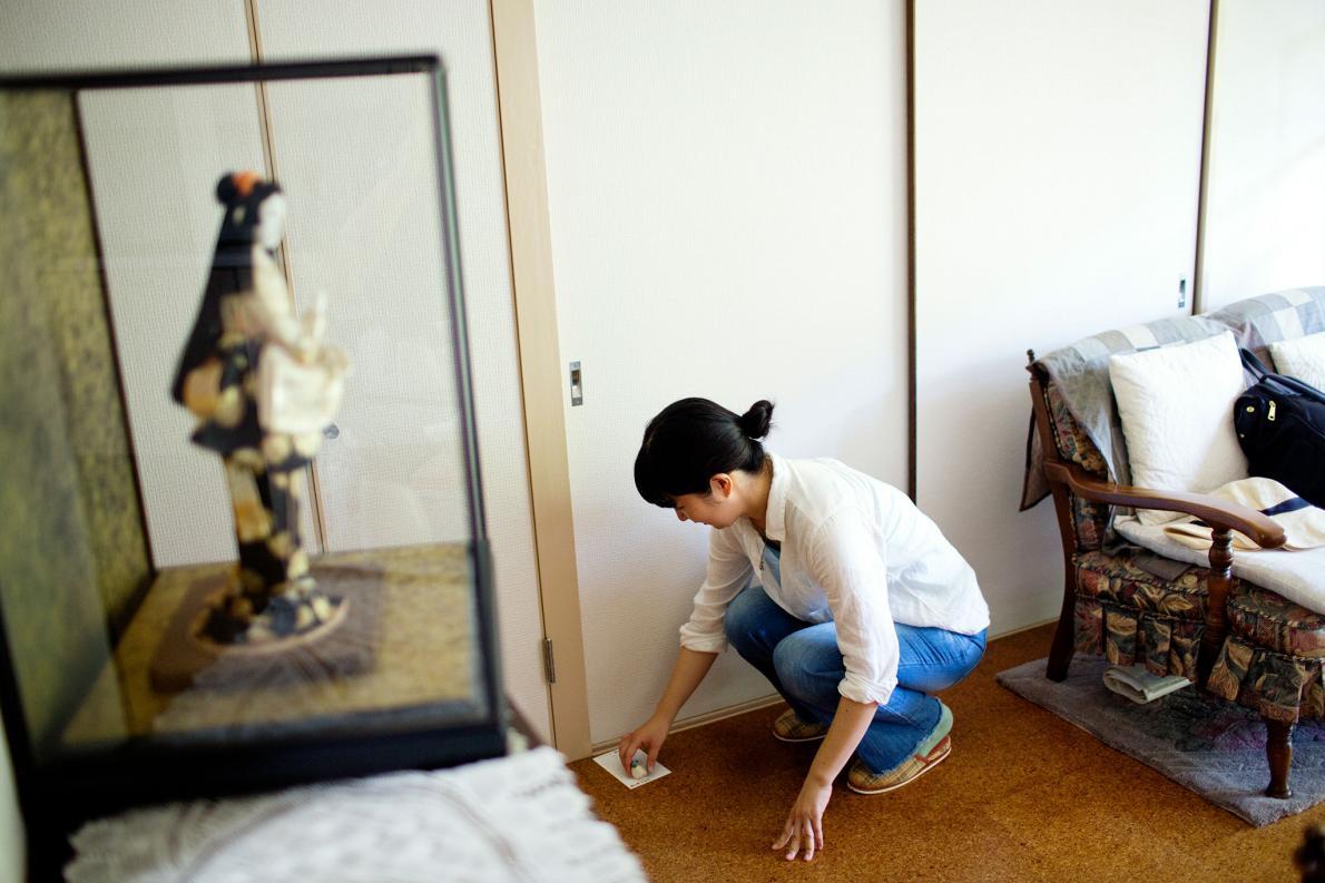 Cuộc sống cô lập của những người Nhật tự giam mình trong phòng