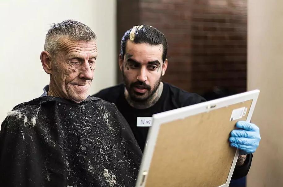 Chàng trai Úc đi khắp Melbourne cắt tóc cho người lang thang