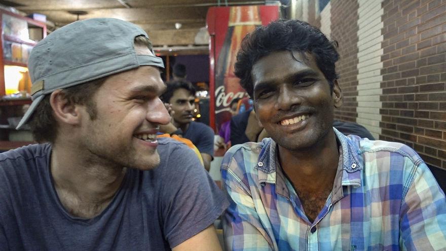 5 ngày sống trong khu ổ chuột Mumbai đã làm thay đổi cuộc đời chàng trai này