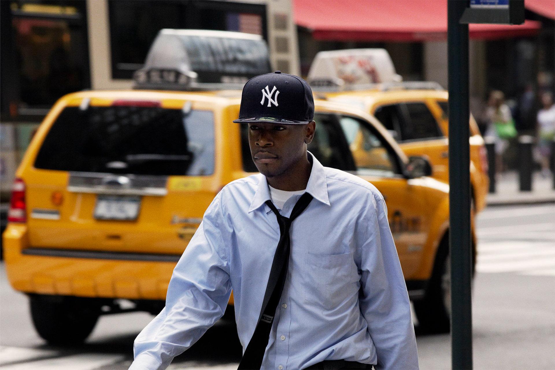 Nhiếp ảnh gia dành 10 năm ghi lại hình ảnh người qua đường New York mỗi buổi sáng