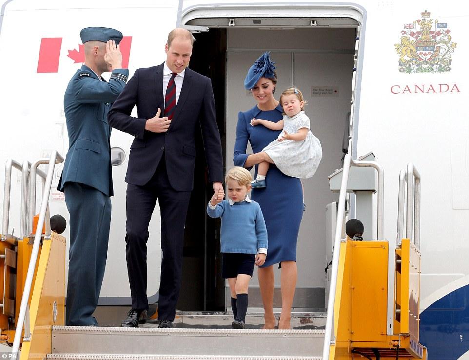 Những quy tắc nuôi dạy con cái hoàng gia kỳ lạ mà vợ chồng Hoàng tử William phải tuân theo