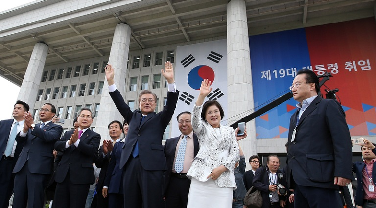 Hãy yêu người nhìn bạn như cách mà vợ Tổng thống Hàn Quốc nhìn người đàn ông của đời mình