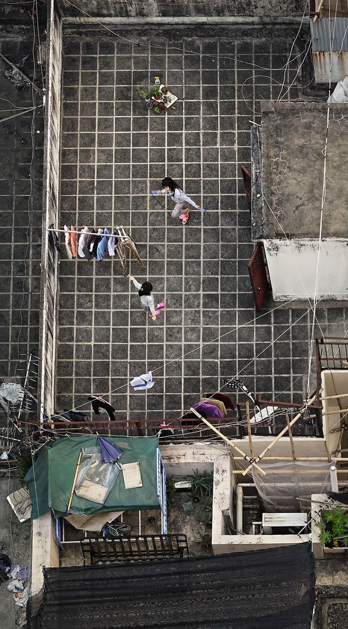 'Những câu chuyện riêng' - Bộ ảnh độc đáo về cuộc sống người dân Hong Kong nhìn từ trên cao