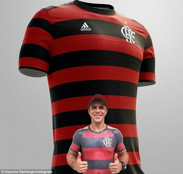 Fanboy cuồng bóng đá xăm cả áo thi đấu của đội tuyển lên người