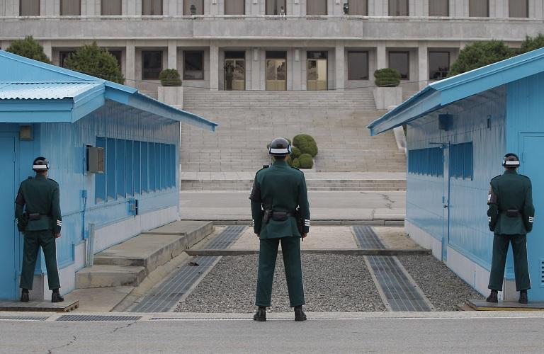 Sau hội nghị thượng đỉnh liên Triều, dân Hàn thi nhau lên 'biên giới' chụp ảnh