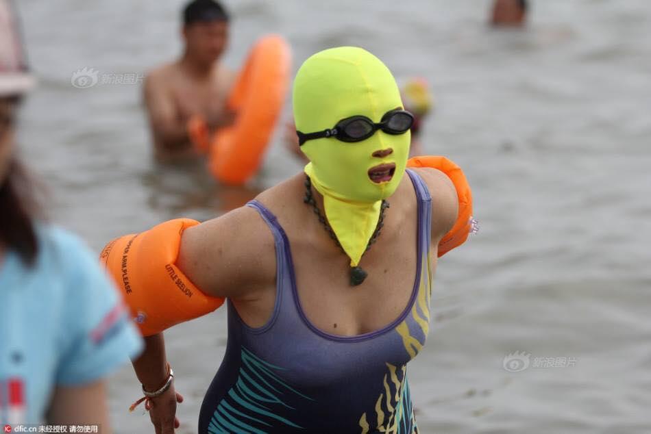 Những bộ bikini hoàn hảo giúp các 'ninja' thoải mái tắm biển vào mùa hè này