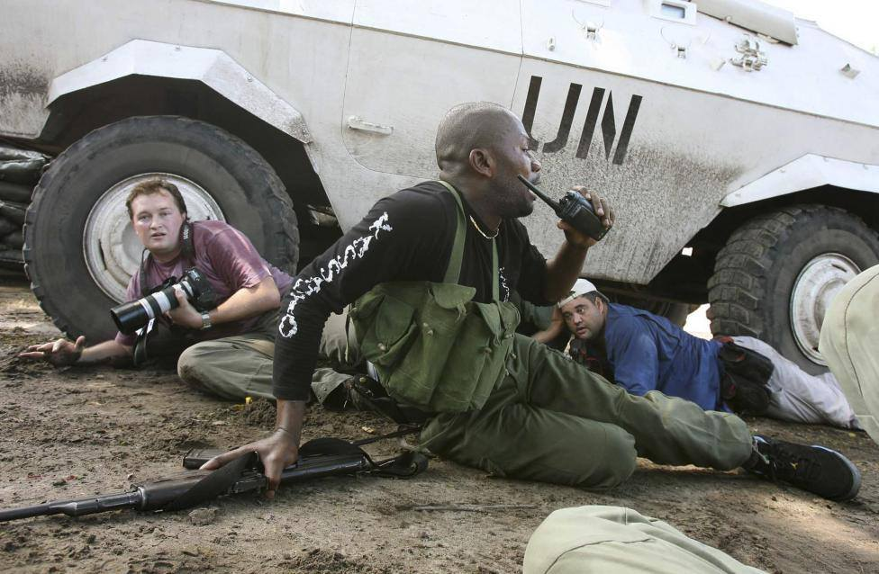 Loạt ảnh chứng minh phóng viên chính là nghề nguy hiểm nhất quả đất