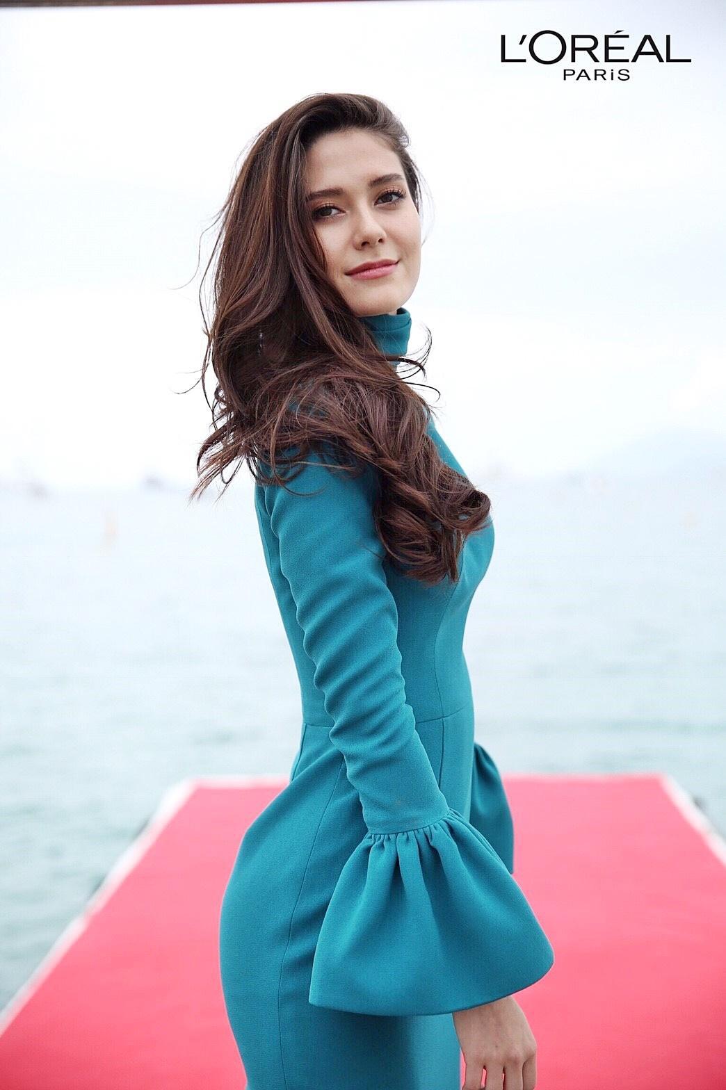 Chẳng cần lố lăng hở bạo, các mỹ nhân Thái vẫn đẹp rạng ngời ở Cannes
