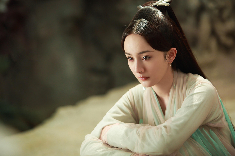 6 'bóng hồng' Hoa ngữ ngoài đời đẹp long lanh mà cứ đóng cổ trang là 'xấu đau xấu đớn'