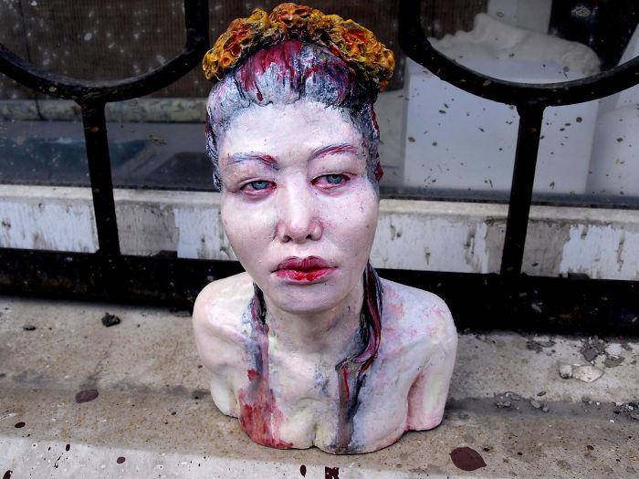 Tác phẩm điêu khắc siêu thực khiến bạn băn khoăn đó có phải người sống hay không?
