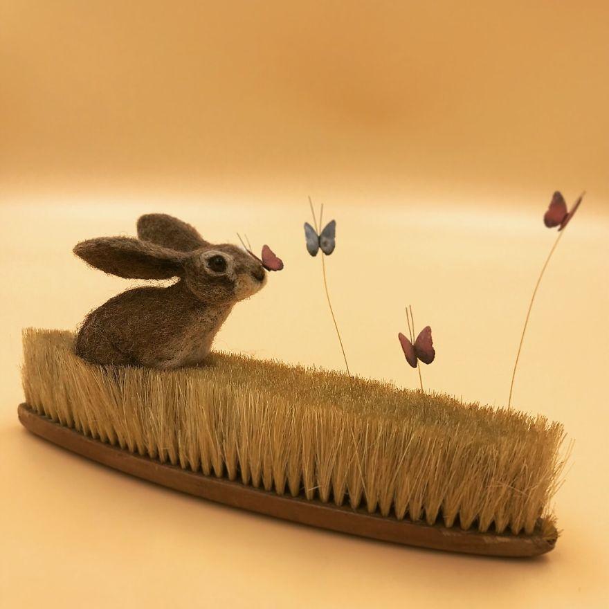 Nghệ thuật 'chọc bông' biến bàn chải cũ thành một 'khu vườn' động vật hoang dã sinh động