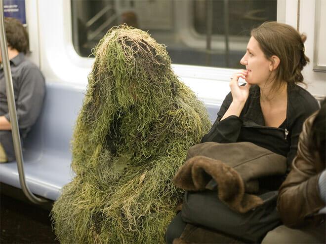 Những bức ảnh trong tàu điện ngầm khiến bạn tự hỏi mình đang ở hành tinh nào