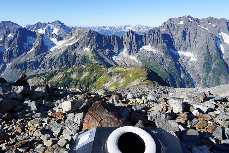 Khi view từ cửa sổ... nhà vệ sinh còn đắt giá hơn cả phòng khách sạn 5 sao