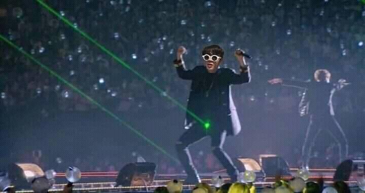 Đúng truyền thống, ARMY tổng tấn công sinh nhật Jin (BTS) bằng bộ ảnh 'dìm hàng' IQ vô cực