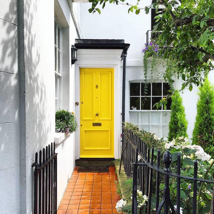 Những cánh cửa đẹp thần tiên ở London khiến ta như lạc lối trong phim của Wes Anderson
