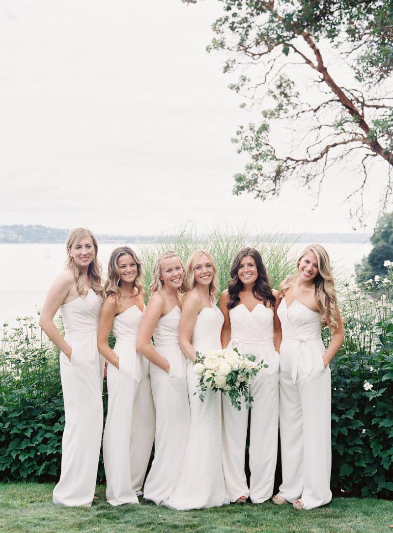 Ai bảo phù dâu chỉ có thể mặc váy? 14 bức ảnh phù dâu diện quần dài 'siêu chất' sau đây sẽ 'thức tỉnh' bạn