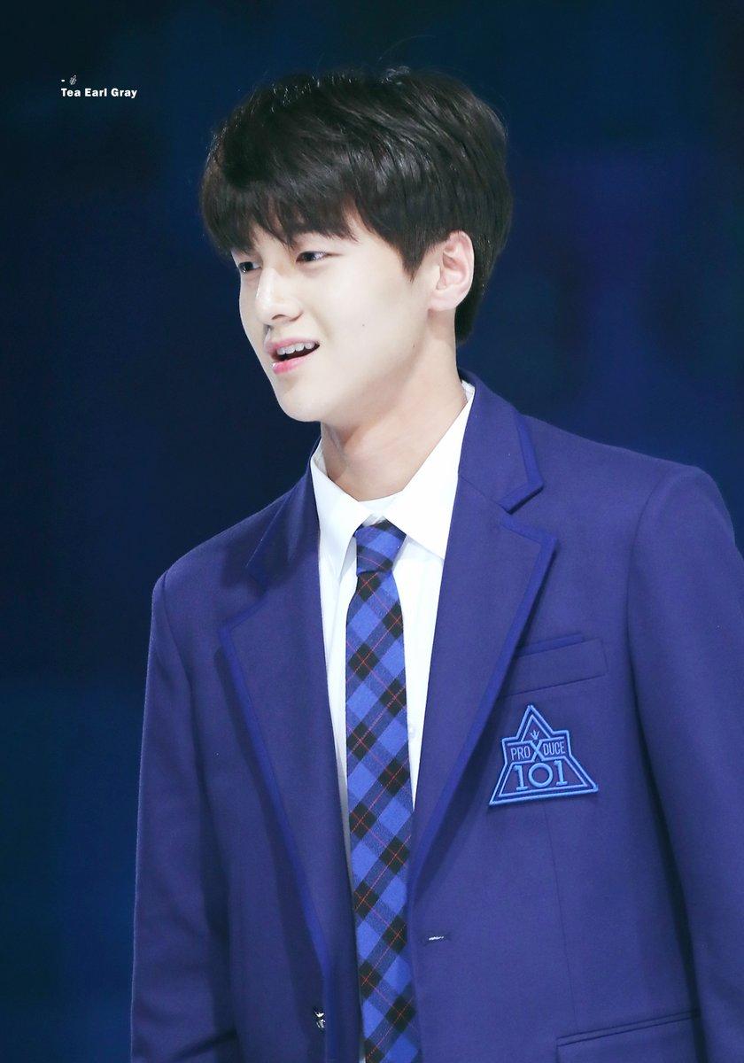 Thông tin về Cha Jun Ho - thực tập sinh Produce X chưa debut đã có 28 fansite đi theo chụp hình