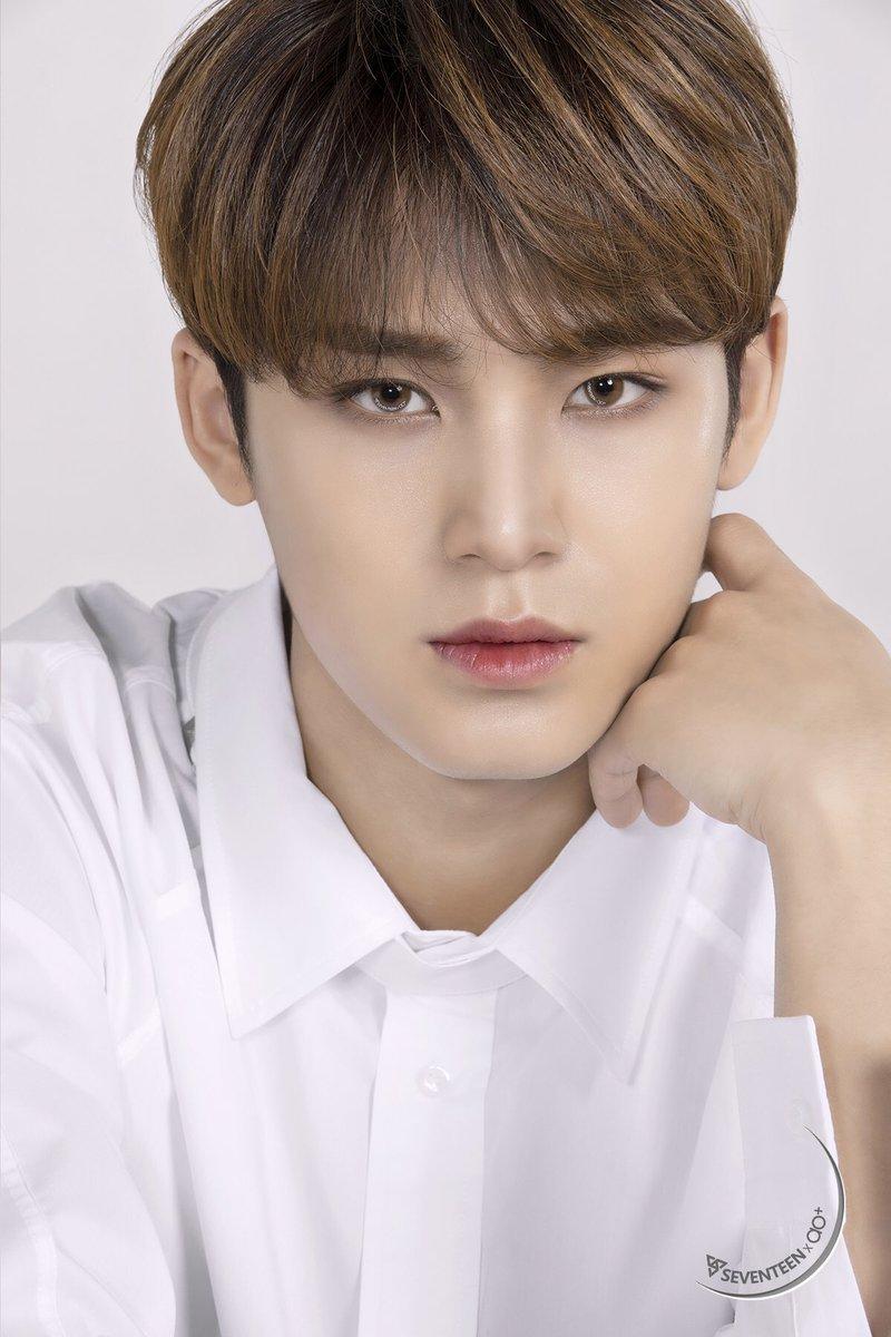 Thế nào gọi là 'trong mắt chỉ có idol': Hàn Quốc và cơn sốt in tên thần tượng lên kính áp tròng