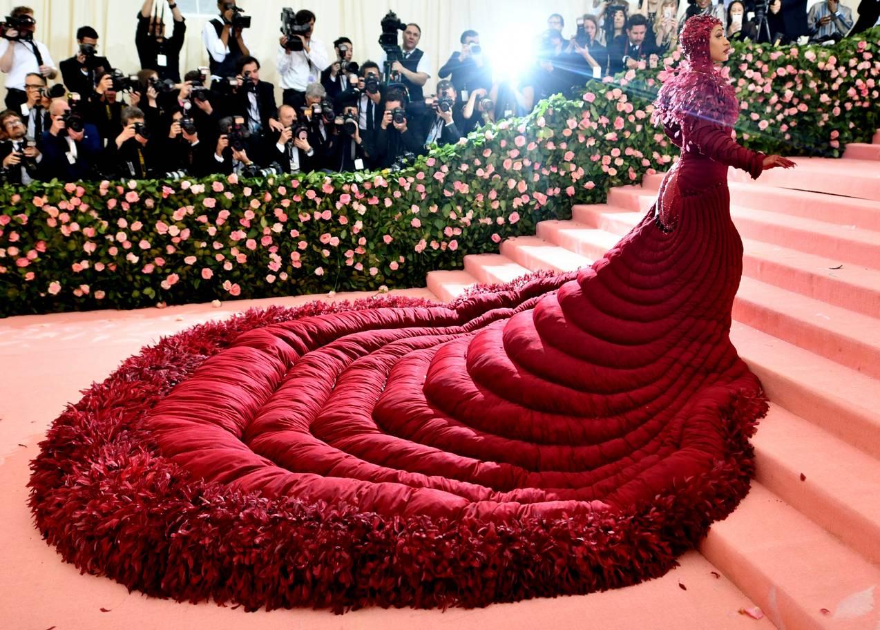 Các sao mặc gì để 'chặt chém' lẫn nhau trên thảm đỏ Met Gala 2019?