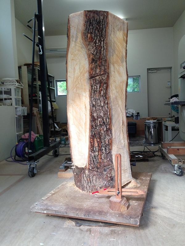 Loạt tượng gỗ siêu thực và rùng rợn thể hiện triết lý sâu xa về cuộc sống