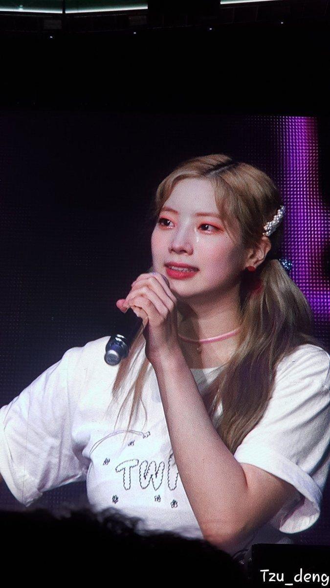 Thiếu vắng Mina, concert của TWICE chìm trong biển nước mắt vì những lời hứa về con số 9