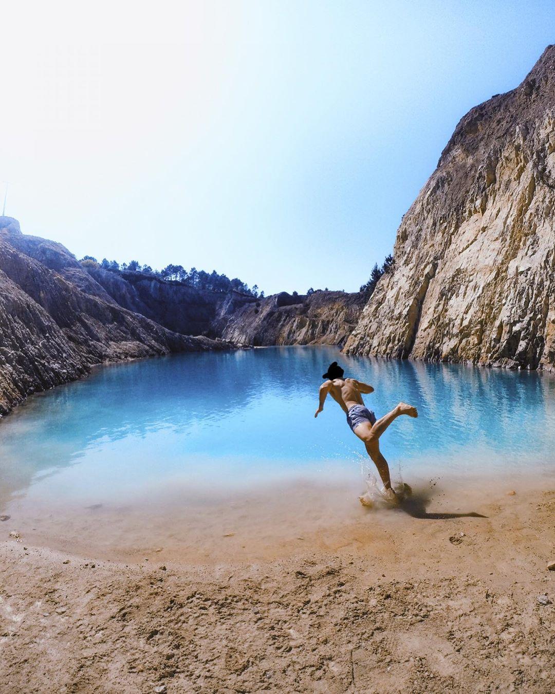 Ham sống ảo, Instagrammer bị phát ban và buồn nôn sau khi chụp ảnh gần hồ nước độc