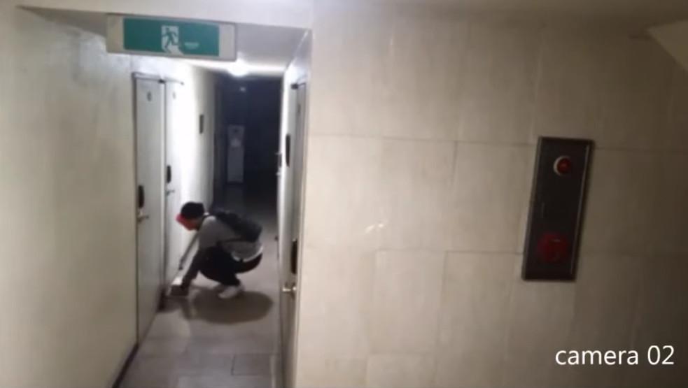 Lại có thêm clip gã trai đeo mặt nạ hề biến thái lởn vởn ở Silimdong khiến dân Hàn hoảng sợ