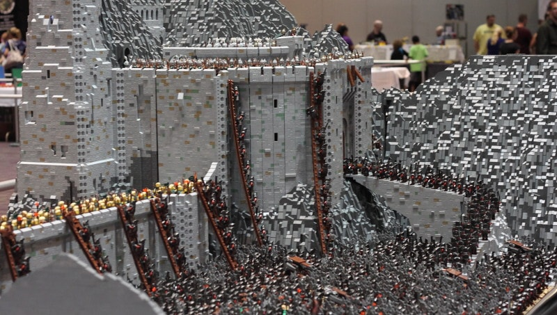 Thánh chơi ngông tái hiện khung cảnh trong 'Chúa Tể Của Những Chiếc Nhẫn' bằng 150 ngàn mảnh LEGO