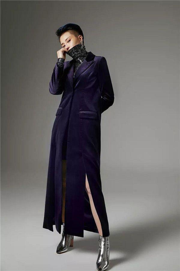 Nhà thiết kế thời trang Trung Quốc ăn mặc ngầu như 'ngự tỷ', khiến cả phe chị em cũng đổ rầm rầm