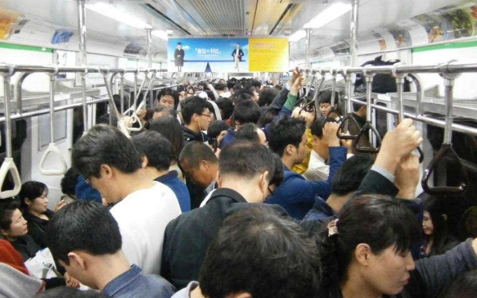 BXH 10 điều cấm kị mà người Nhật rất khó chịu khi thấy khách du lịch làm trên tàu điện ngầm