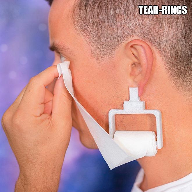 Khuyên tai cho người hay xúc động, máng mồ hôi: BST những phát minh 'nhảm nhí' nhất thế giới