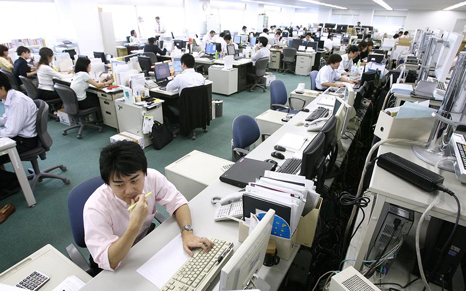 Bắt nạt và quấy rối tại nơi làm việc đang khiến nhiều phụ nữ Nhật Bản phải điều trị tâm lý