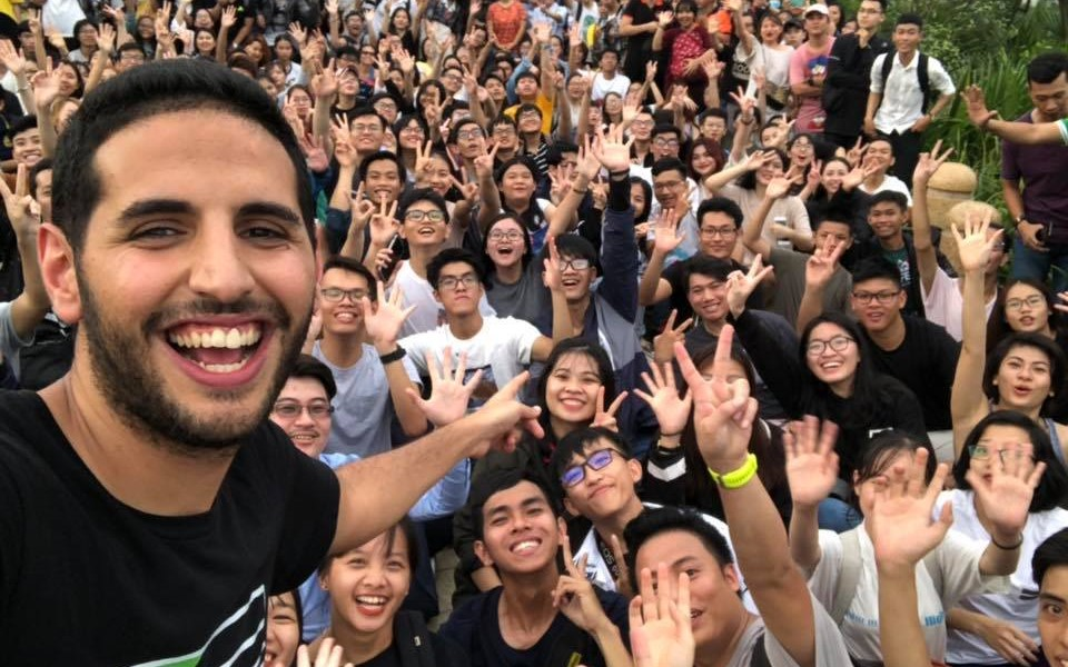 Ngược đời: Vlogger nước ngoài nổi tiếng Nas khen Việt Nam, dân Việt lại phản đối và 'tự nhục'