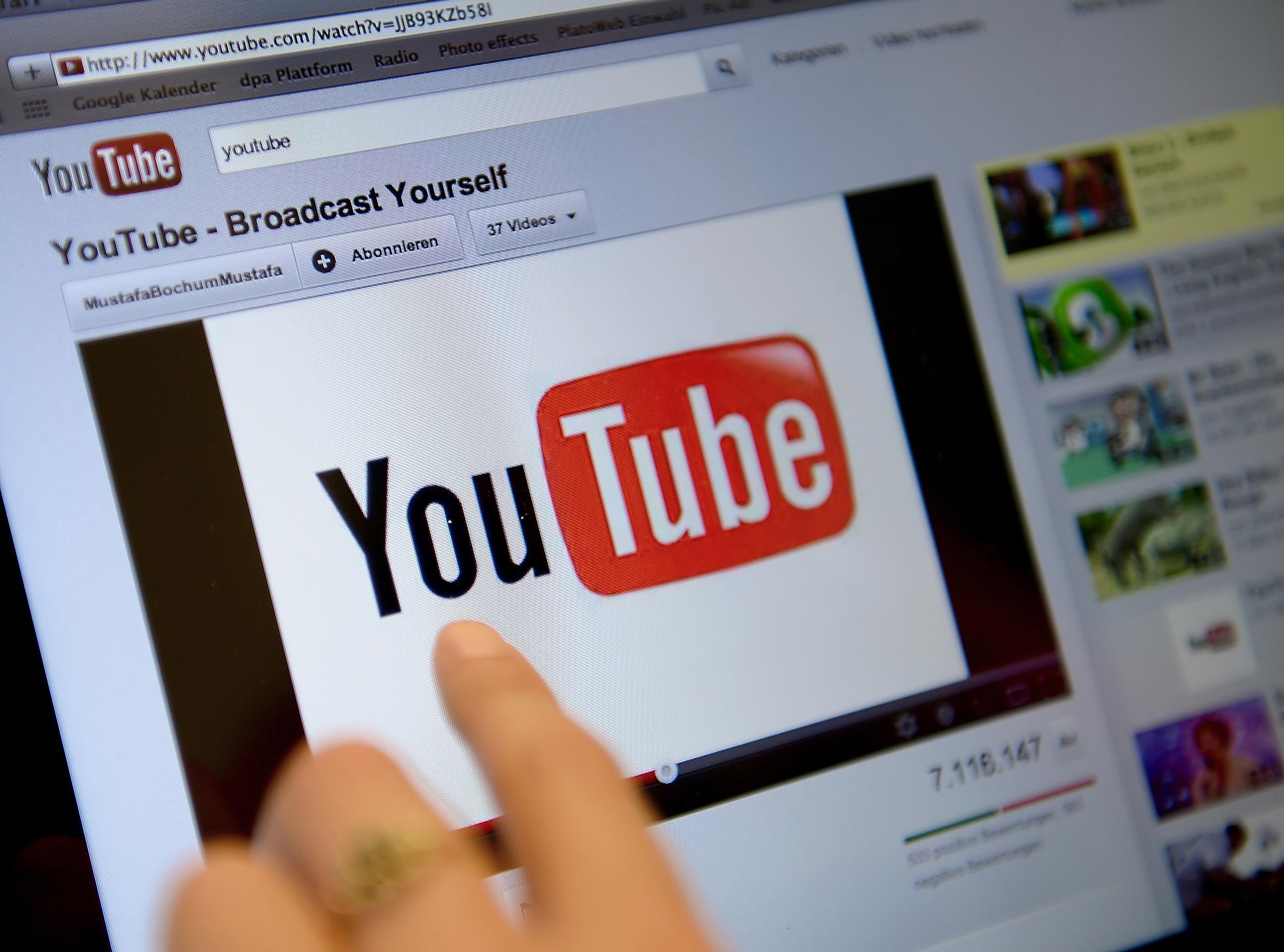 Một cá nhân kiếm 80 tỷ từ YouTube chưa nộp thuế