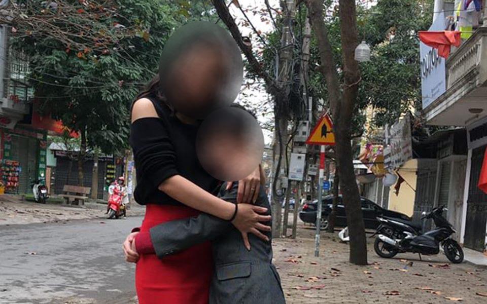 Con trai bị ức hiếp ở trường, bà mẹ đến gặp thẳng người bắt nạt
