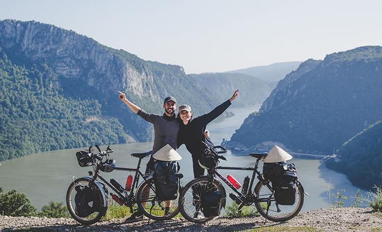 Cặp vợ Việt chồng Pháp gây quỹ cho trẻ em bằng cách đạp xe từ Pháp về Việt Nam