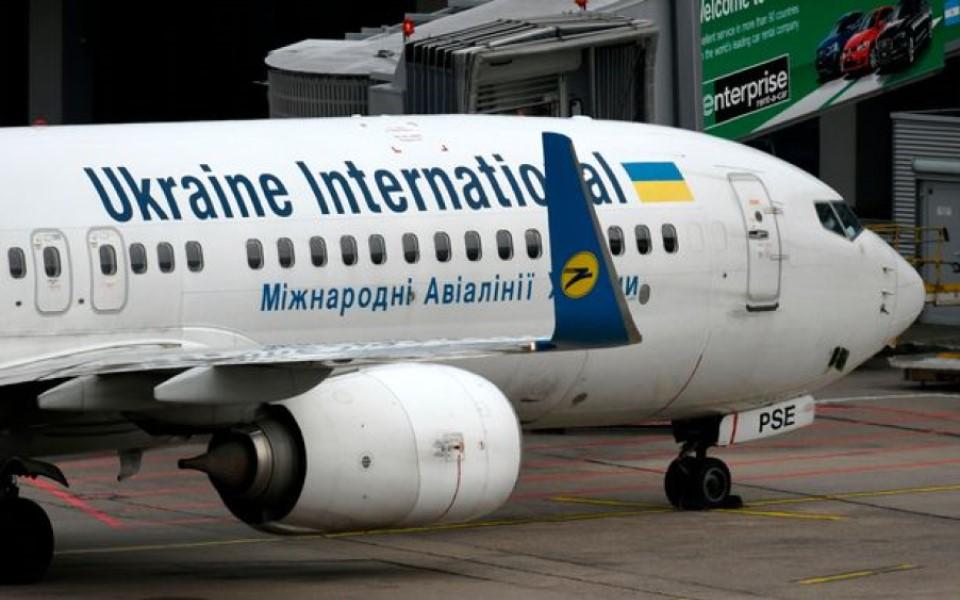 Giữa lúc dầu sôi lửa bỏng, lại có thêm vụ máy bay Ukraine chở 170 người rơi tại Iran