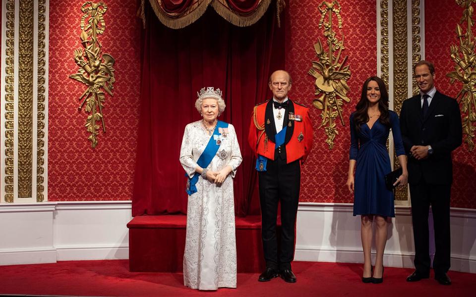 Tượng sáp của vợ chồng Hoàng tử Harry bị dời khỏi khu vực Hoàng gia Anh