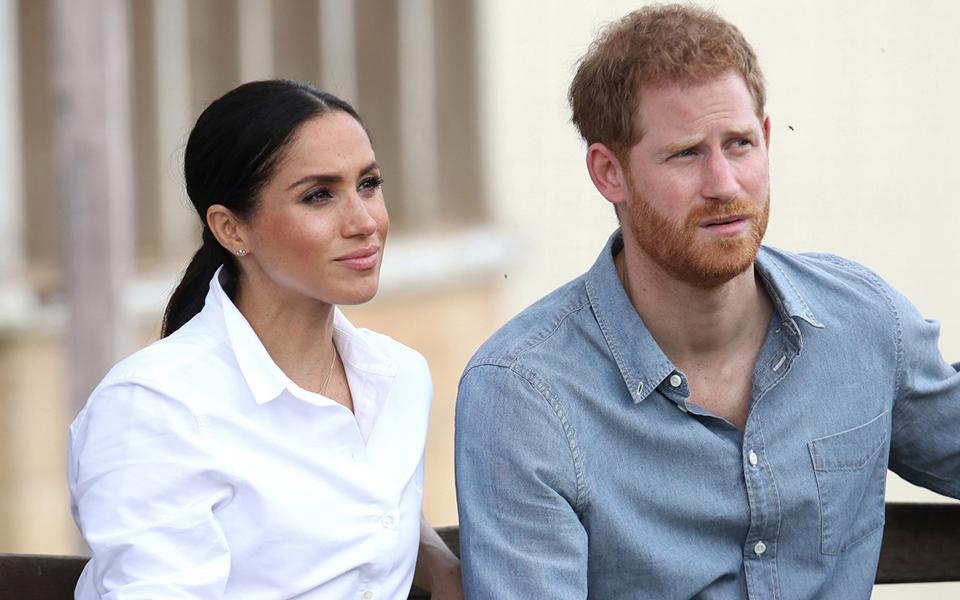 Vợ chồng Hoàng tử Harry doạ sẽ tung hê hết chuyện xấu trong Hoàng gia Anh với báo giới