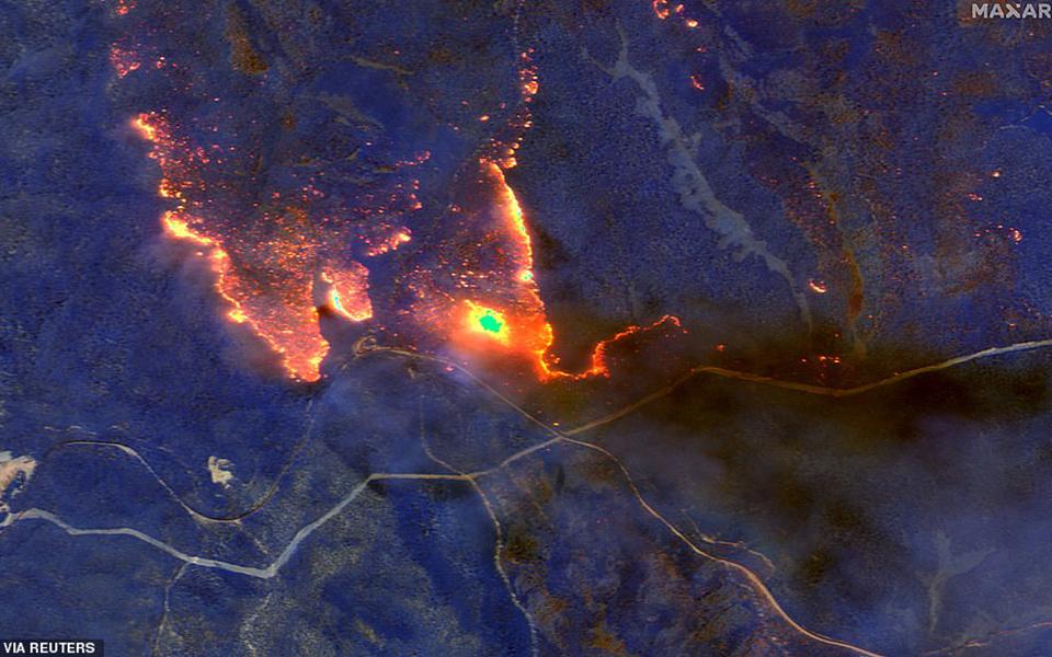 Hình ảnh hồng ngoại chụp từ trên cao cho thấy nước Úc đang bốc cháy như bó đuốc