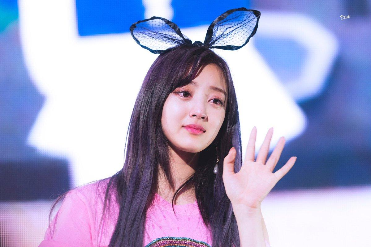 Không chỉ anti, fan Hàn cũng nhiều lần khiến Jihyo (TWICE) tổn thương suốt 5 năm qua