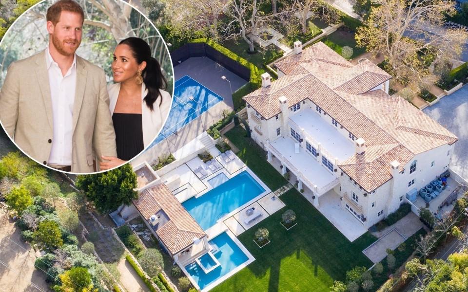 Harry và Meghan bị chỉ trích gay gắt vì chưa trả tiền sửa nhà ở Anh đã đi mua dinh thự xa hoa ở Mỹ