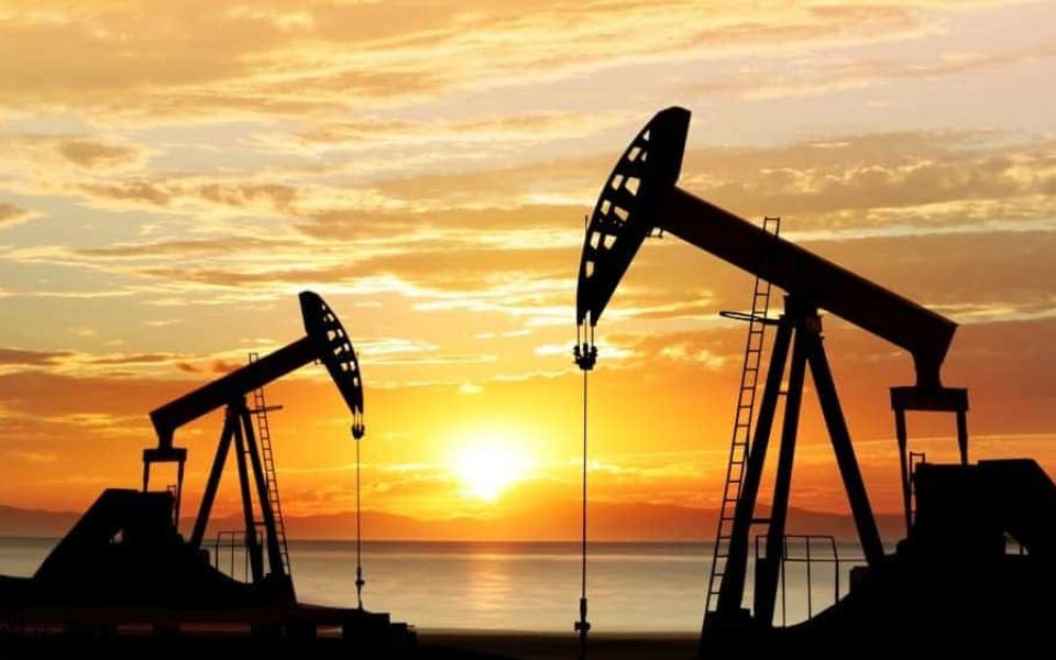 Chuyện lạ có thật: Giá dầu thế giới xuống mức âm vì Covid-19