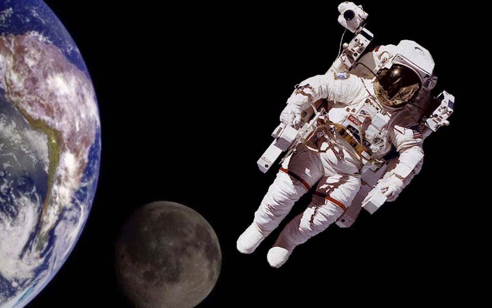 Cơ thể con người sẽ thay đổi ra sao khi ở ngoài vũ trụ?